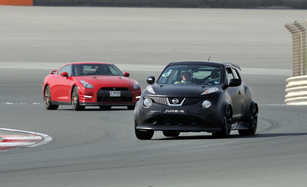 Nissan Juke-R VS Nissan GT-R