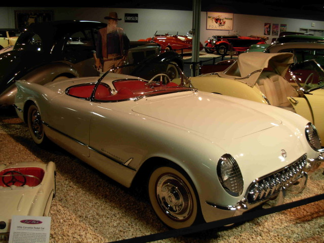 1953_John_Wayne_Corvette_Convertible_(1419330532)
