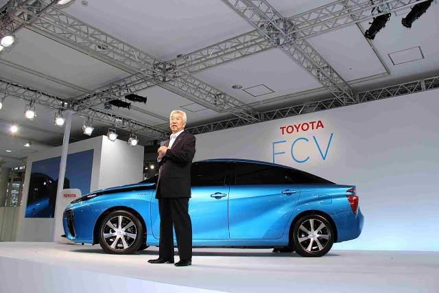 Toyota_FCV_reveal_25_June_2014_-_by_Bertel_Schmitt_02