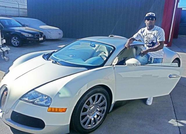 floyd-mayweather-jr-dengan-bugatti-veyron-20130621181014-8723