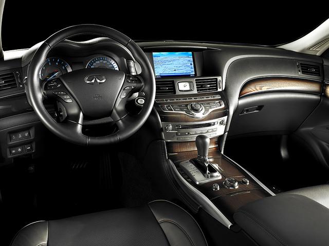 Infiniti M30d GT Dashboard