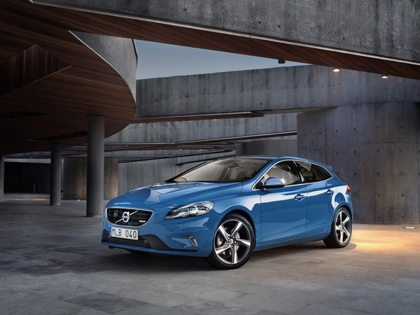 Volvo V40 R Design front view