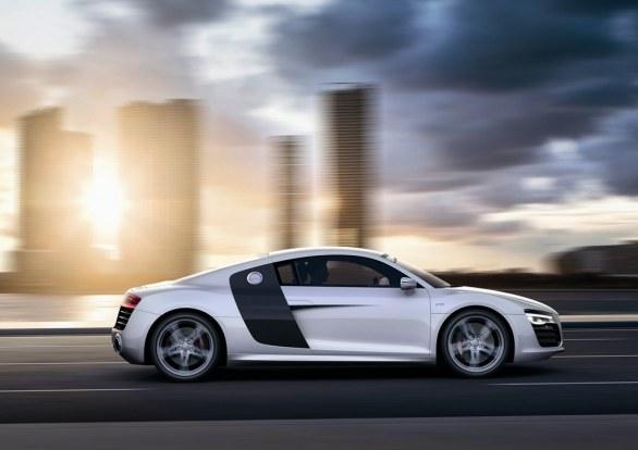 Audi R8 Coupé Side View
