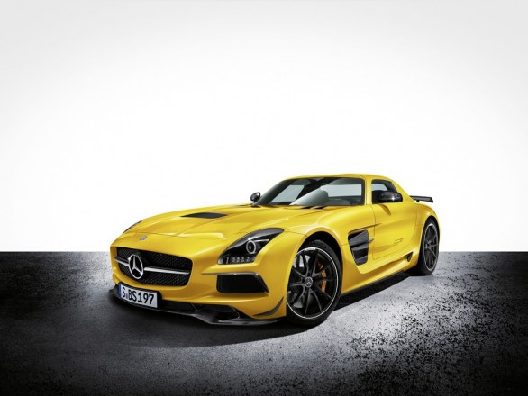 Mercedes SLS AMG Coupé Yellow Front View
