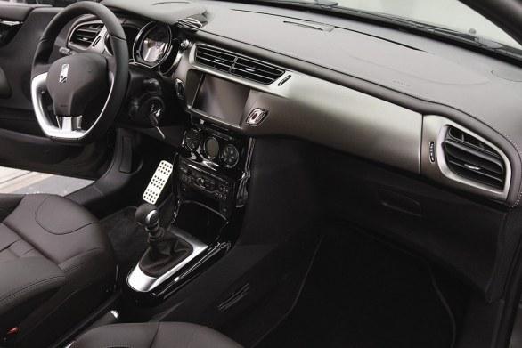 Citroen DS3 Cabrio L'Uomo Vogue Dashboard