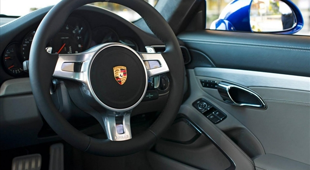 Porsche 911 Facebook Dashboard