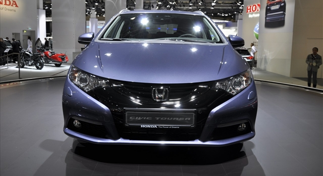 Honda Civic Tourer Front View