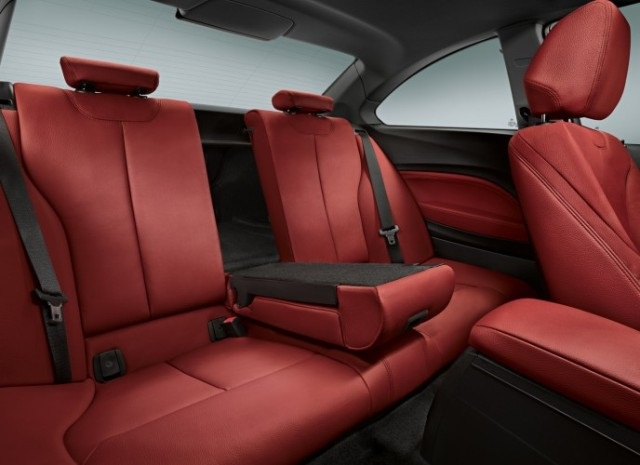 BMW Series 2, back seats