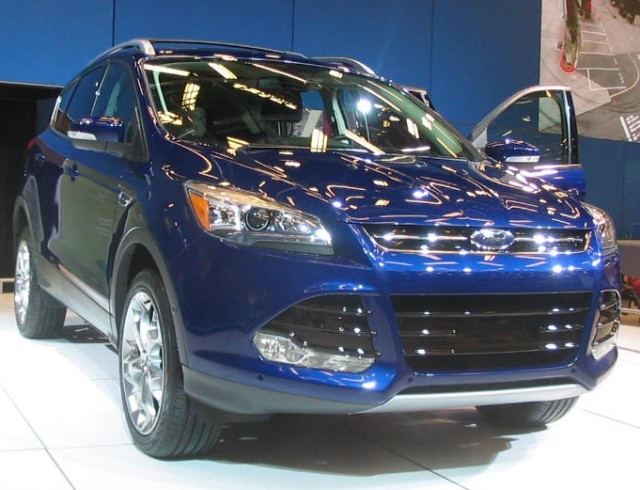 '13_Ford_Escape_(MIAS_'12)