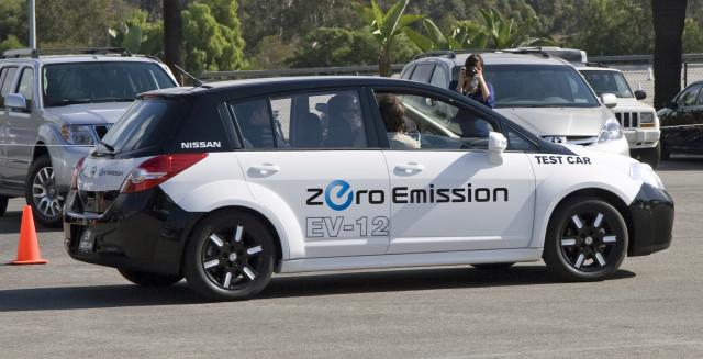 EV-12_test_car_(Nissan_Leaf)