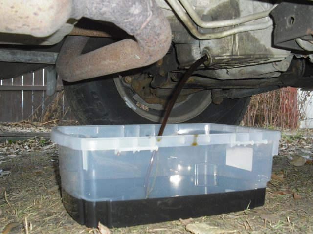 oil_change_oil_pan_2005_gmc_suv